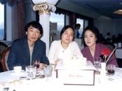 딸의 생일날 찍은 가족 사진 (1999).